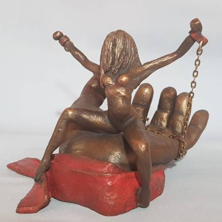 Project DND -DO NOT DISTURB-, I am fine where I am, 2019, patinated bronze, 20x20x14 cm.